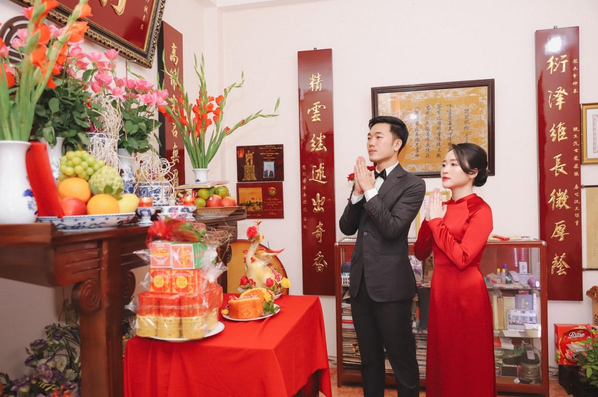 Xuân Trường và cô dâu Nhuệ Giang tổ chức lễ ăn hỏi tại Hà Nội hôm 9/4.