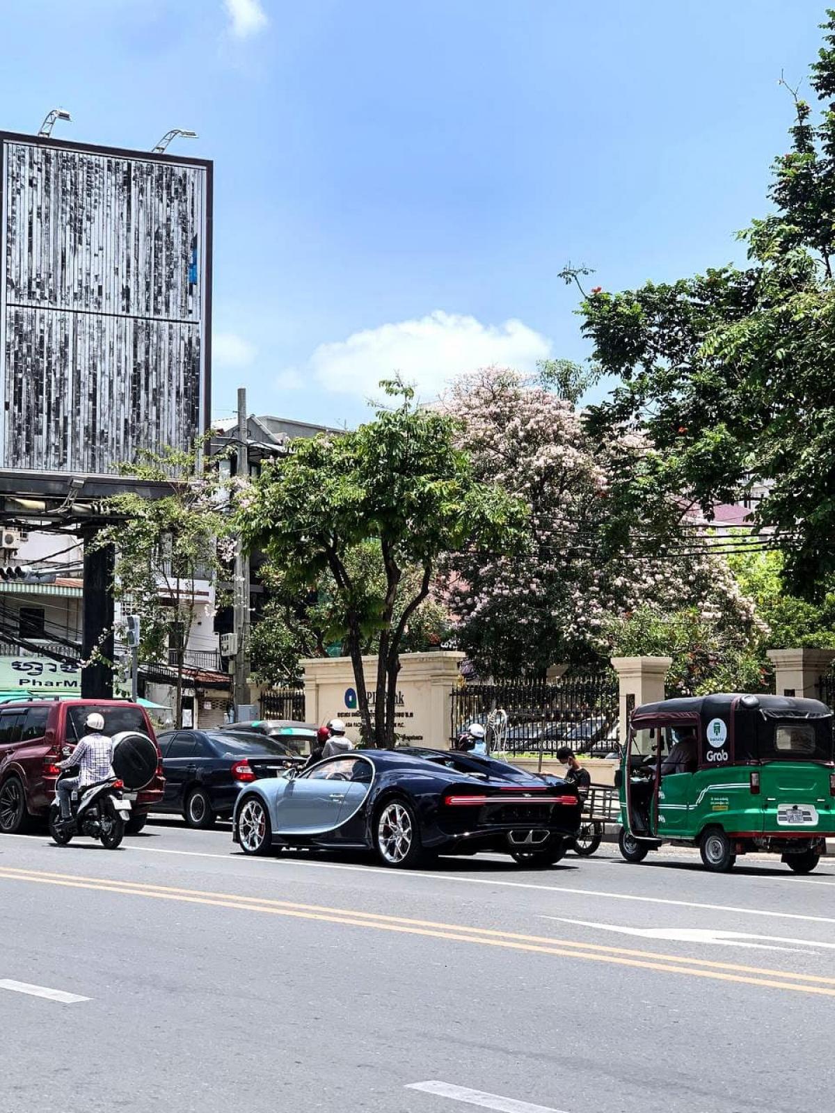 Về phần hai chiếc Bugatti Chiron của đại gia Campuchia trước đây, một chiếc sở hữu tông màu xanh - đen và một chiếc thuộc phiên bản đặc biệt 110 ANS Bugatti, sản xuất giới hạn 20 xe toàn thế giới.