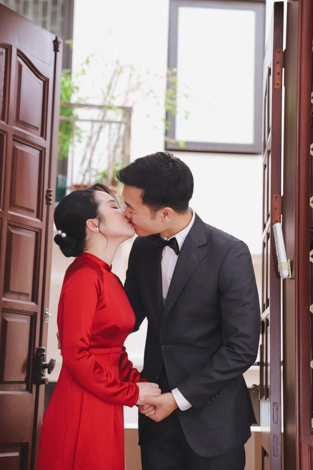 Hình ảnh ngọt ngào của cặp đôi Xuân Trường - Nhuệ Giang trong ngày vui.