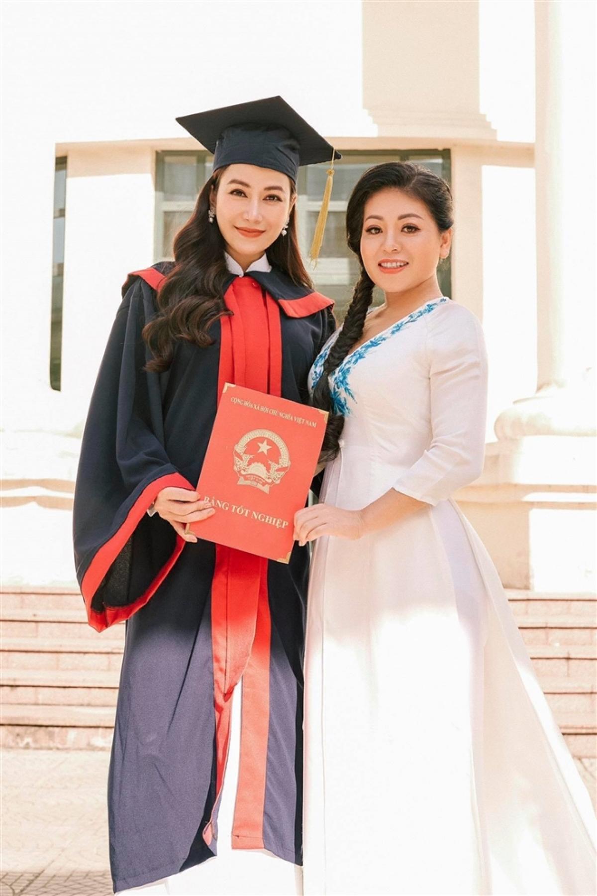 Tuyết Nga tốt nghiệp Học viện Âm nhạc Quốc gia Việt Nam.