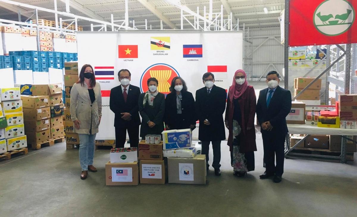 Ủy ban ASEAN tại CH Czech hỗ trợ người dân Czech.