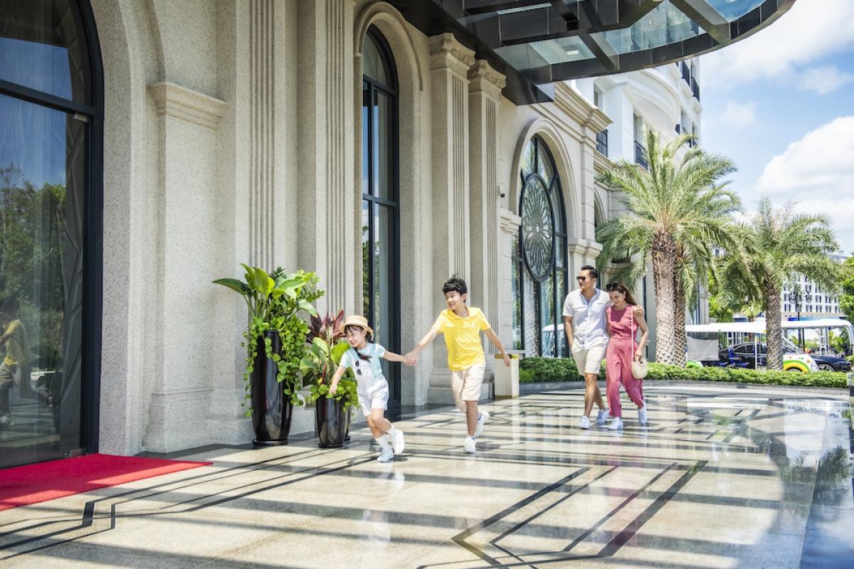 Phú Quốc United Center cũng là nơi có khả năng đáp ứng nhu cầu lưu trú có thể xếp vào hàng kỉ lục của Việt Nam, với hệ thống hơn 12.000 phòng mọi phân khúc của các thương hiệu khách sạn từ 5 sao đến mini Hotel như Vinpearl, VinOasis, VinHoliday, Radison Blue… Sau khi khai trương, siêu quần thể du lịch, vui chơi giải trí của những kỉ lục này được kì vọng sẽ là điểm đến hàng đầu châu lục./.