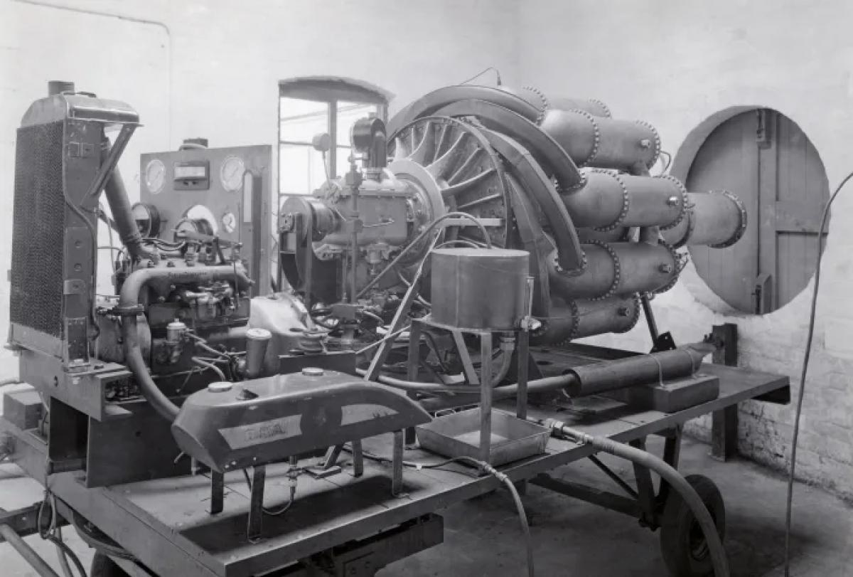 Động cơ phản lực đầu tiên được thiết kế bởi Frank Whittle vào năm 1938. Ảnh: Getty Images