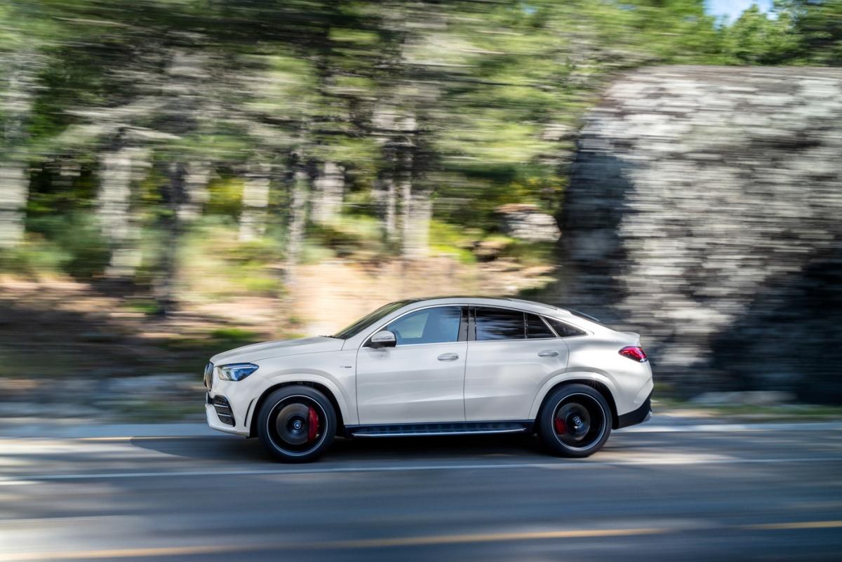 Mercedes-Benz đã chính thức ra mắt Mercedes-AMG GLE 53 4MATIC+ Coupé, chiếc SUV hiệu năng cao thực sự đột phá về mặt thiết kế lẫn hiệu năng vận hành.