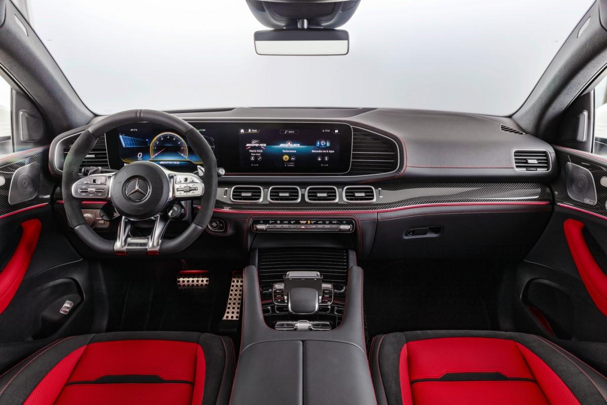 Hệ thống tạo mùi hương thông minh AIR BALANCE hiện diện trên xe dù đây là phiên bản AMG. Camera toàn cảnh 360 sẽ giúp người lái thêm tự tin khi xoay trở chiếc SUV Coupé trong những không gian hẹp.