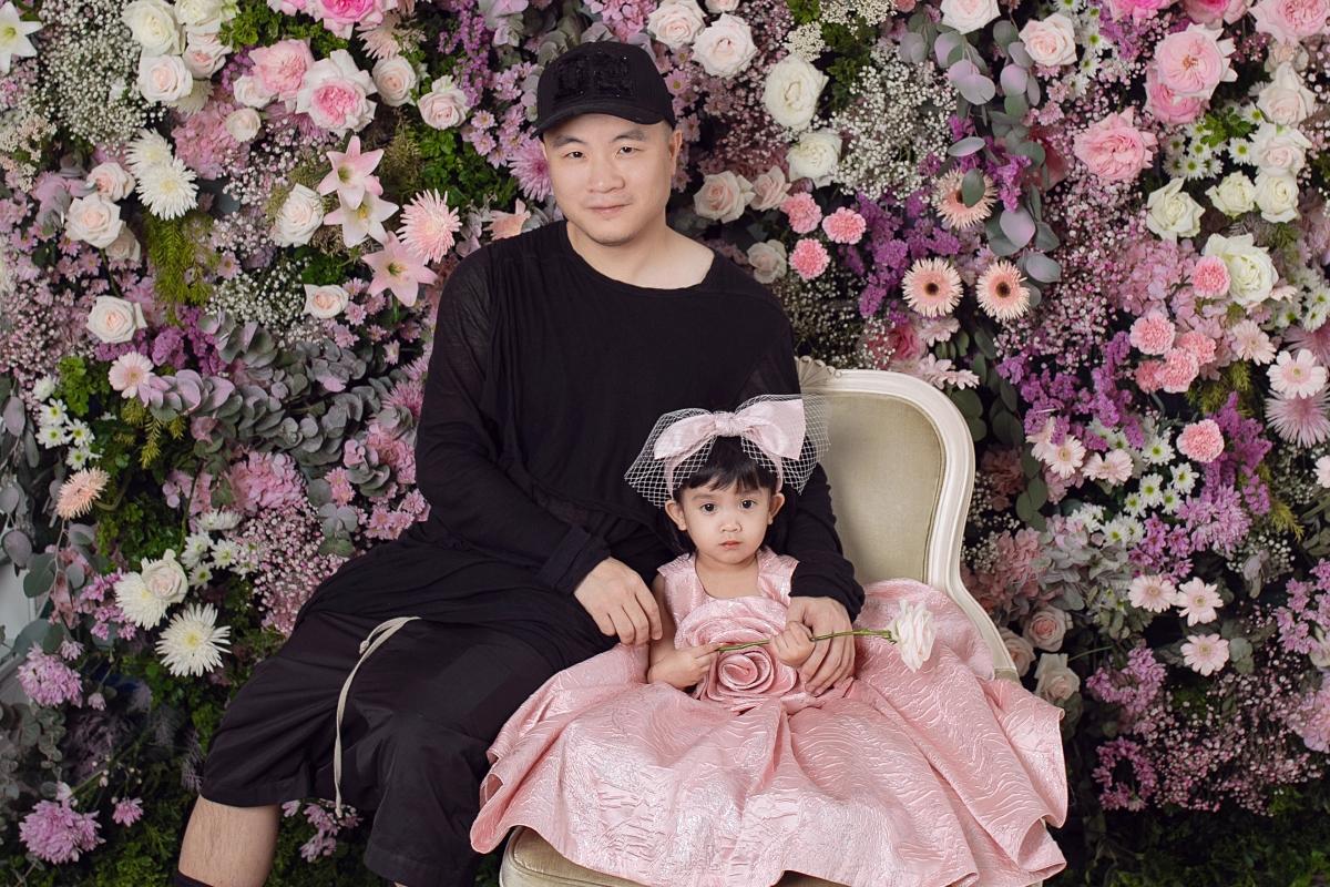 NTK Đỗ Mạnh Cường vừa tổ chức tiệc sinh nhật cho con gái Đỗ Phạm Hà Mytại một khách sạn nổi tiếng ở TPHCM.Đây cũng là dịp anhgiới thiệu đầy đủ 8 thành viên nhí trong gia đình đến nhữngngười bạn, người thân luôn dành tình yêu thương cho gia đình anh trongsuốt thời gian qua.