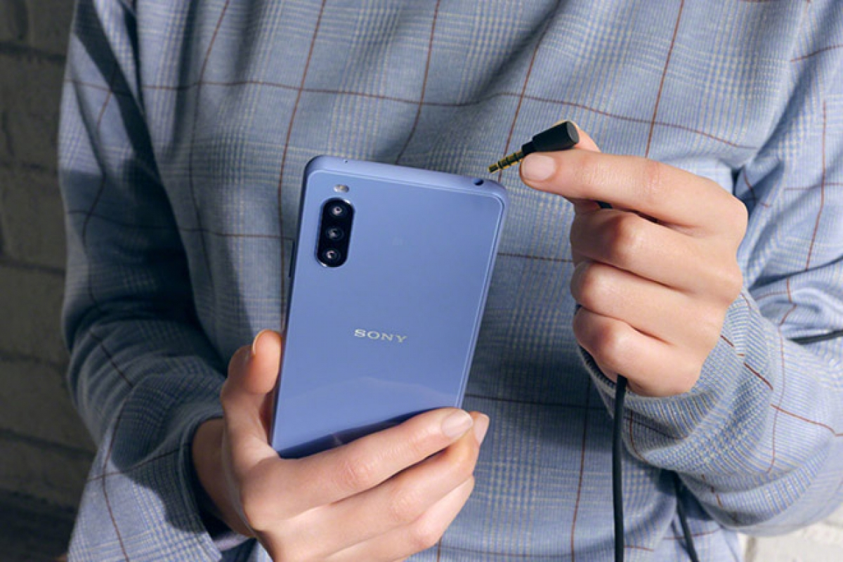Đây là smartphone tầm trung đầu tiên của Sony có hỗ trợ 5G.
