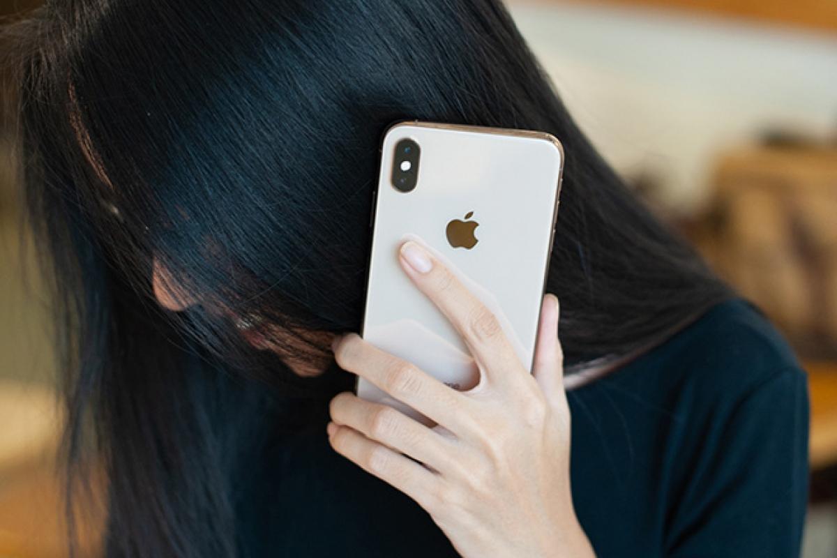 Những chiếc iPhone XS đang được bán với giá khởi điểm khoảng 9-9,5 triệu đồng.