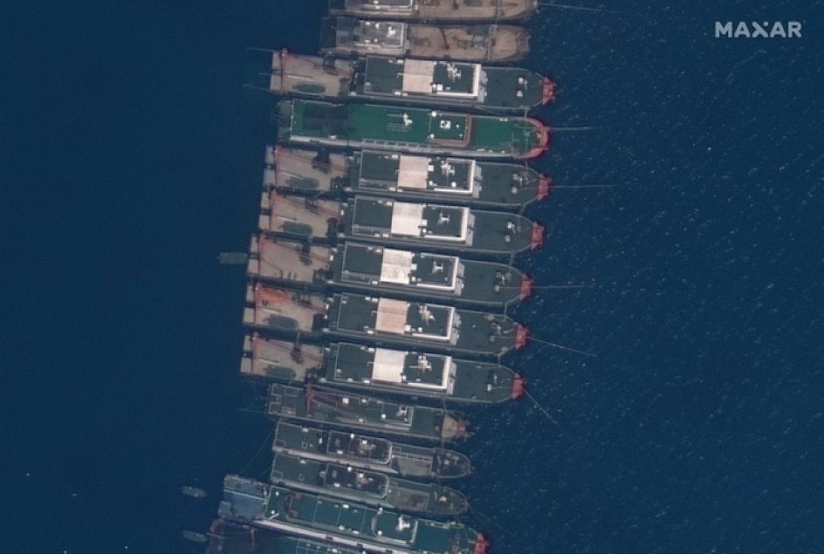 Ảnh vệ tinh cho thấy số lượng lớn tàu Trung Quốc neo đậu tại Đá Ba Đầu. Ảnh:Maxar.