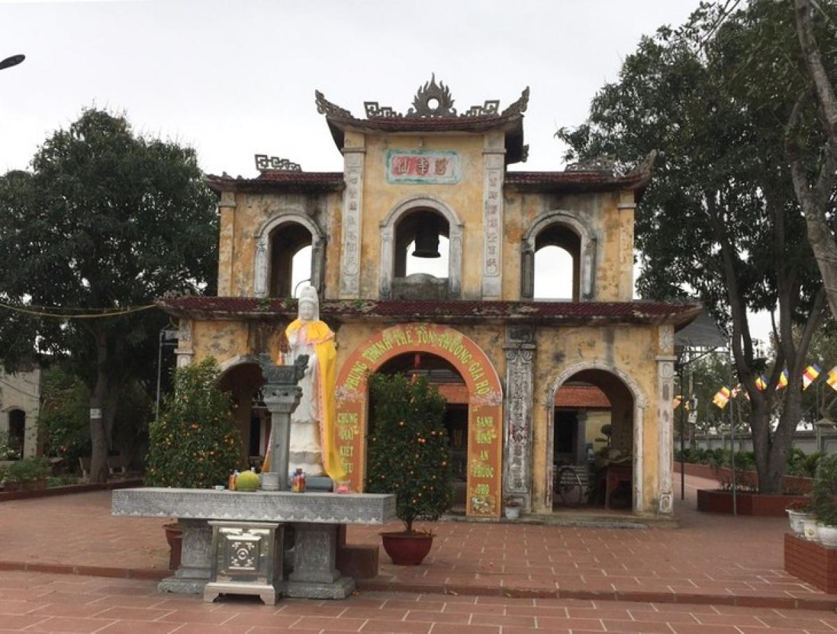 Cổng tam quan chùa Vích