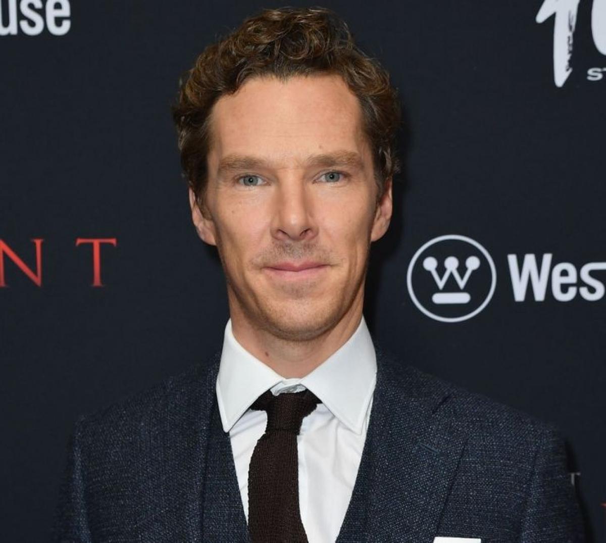 Năm 2018, Benedict Cumberbatch đang lái xe thì nhìn thấy 4 kẻ cướp xe đang cố gắng lấy trộm xe đạp từ một anh chàng giao hàng.Nam diễn viên đã nhảy ra khỏi xe và lao đến hiện trường, đuổi những tên cướp muốn chạy trốn.May mắn thay, anh chàng giao hàng không bị thương và kẻ cướp đã không thể lấy trộm chiếc xe đạp.