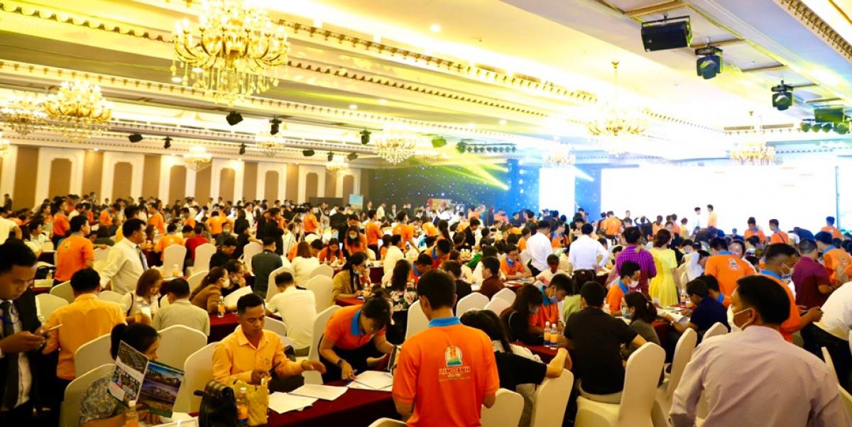 Sự kiện diễn ra sôi động với sự tham gia của hơn 500 khách hàng