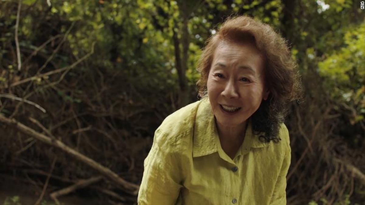 Huyền thoại diễn xuất Yuh-Jung Youn mang về tượng vàng Oscar cho điện ảnh Hàn Quốc.
