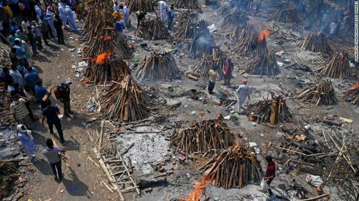 Một khu vực hoả thiêu tại New Dehli, Ấn Độ. Ảnh: CNN