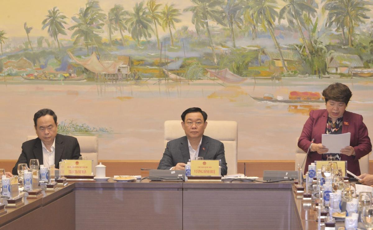 Chủ tịch Quốc hội Vương Đình Huệ làm việc với Ủy ban về các vấn đề Xã hội.