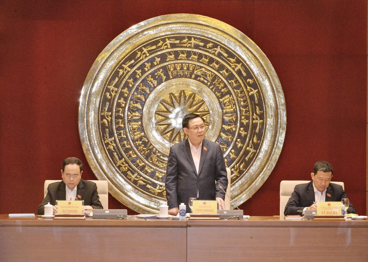 Chủ tịch Quốc hội phát biểu tại buổi làm việc