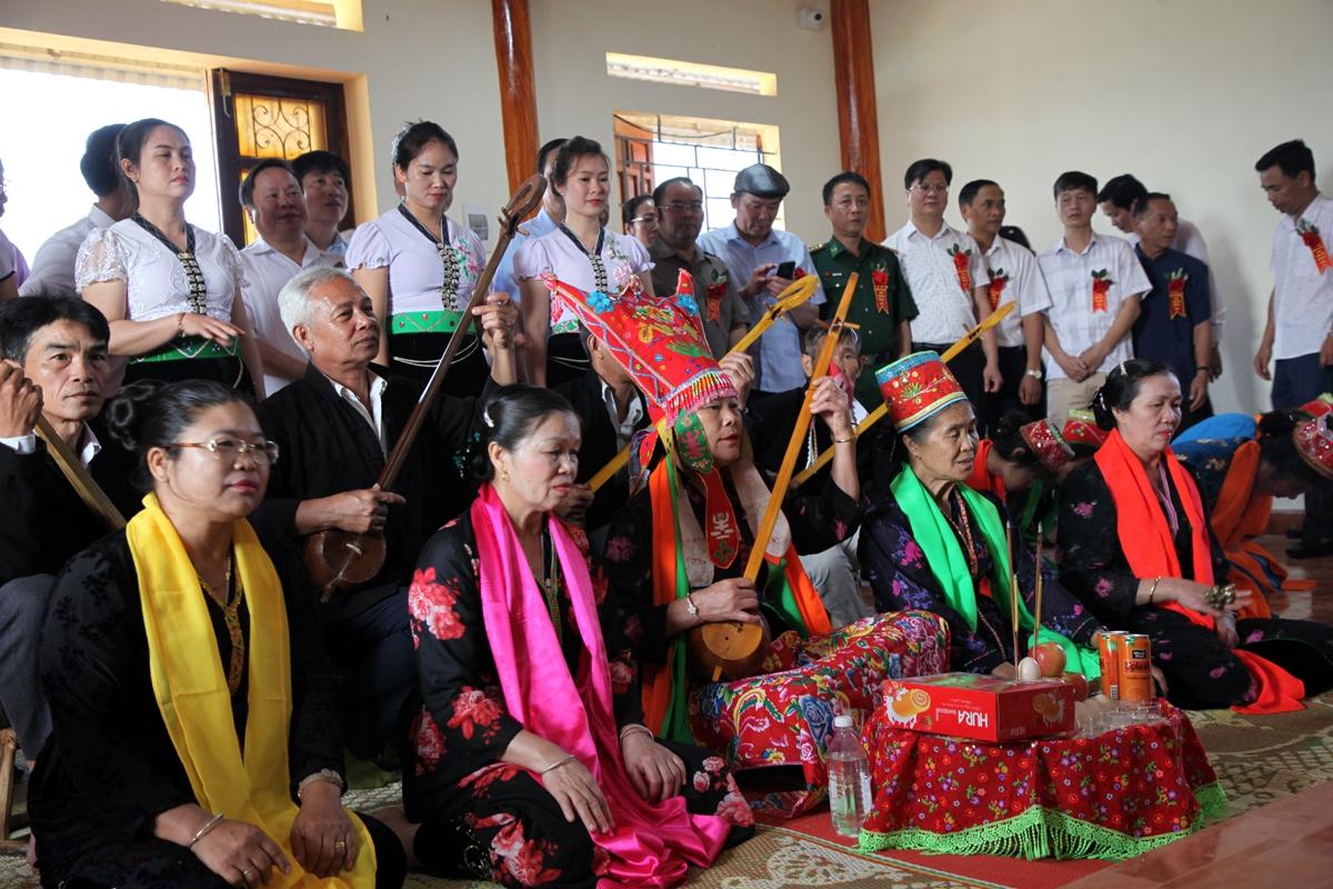 Đây là một hoạt động tâm linh diễn xướng mang đậm nét văn hóa đặc sắc của đồng bào Thái trắng Lai Châu.