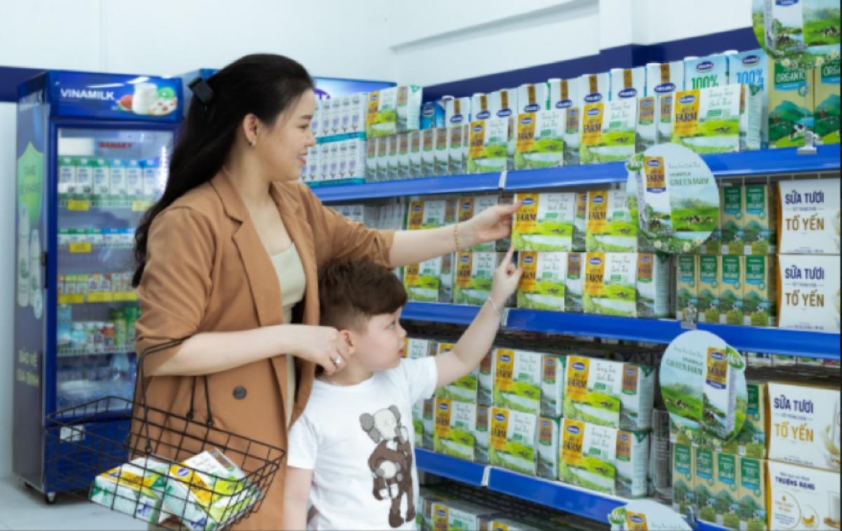 Những sản phẩm sữa tươi Green Farm mới lên kệ tại cửa hàng Giấc mơ sữa Việt của Vinamilk.