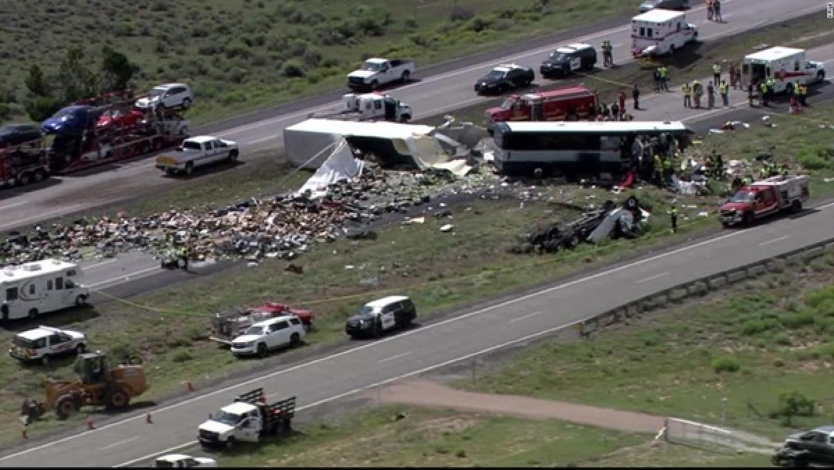 Hiện trường một vụ tai nạn tại Mỹ. Ảnh:CNN.