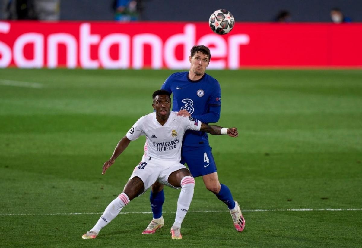 """""""Kền kền trắng"""" bế tắc trước lối chơi pressing tầm cao của Chelsea. Không những vậy, đội bóng của HLV Zidane còn bị Chelsea chọc thủng lưới ở phút 14."""