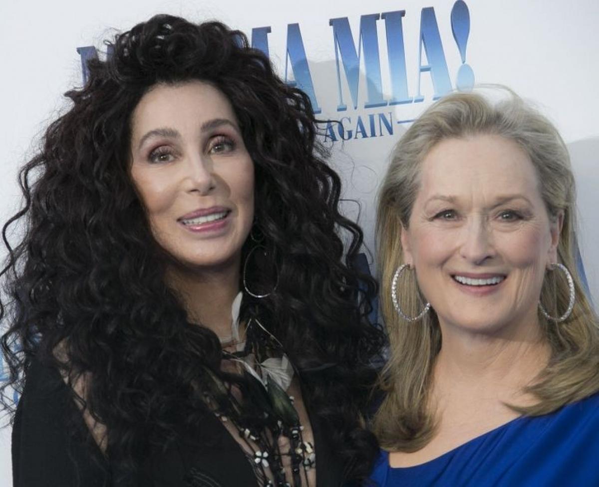 Hơn 30 năm trước, Meryl Streep và Cher đang đi bộ trên đường phố New York thì thấy một người đàn ông đang quấy rối một phụ nữ.Người đàn ông khá to lớn, nhưng điều đó không ngăn họ la hét.Người đàn ông đã bị phân tâm và bỏ trốn khỏi hiện trường.Người phụ nữ không thể tin rằng mình đã được cứu bởi 2 ngôi sao điện ảnh này.