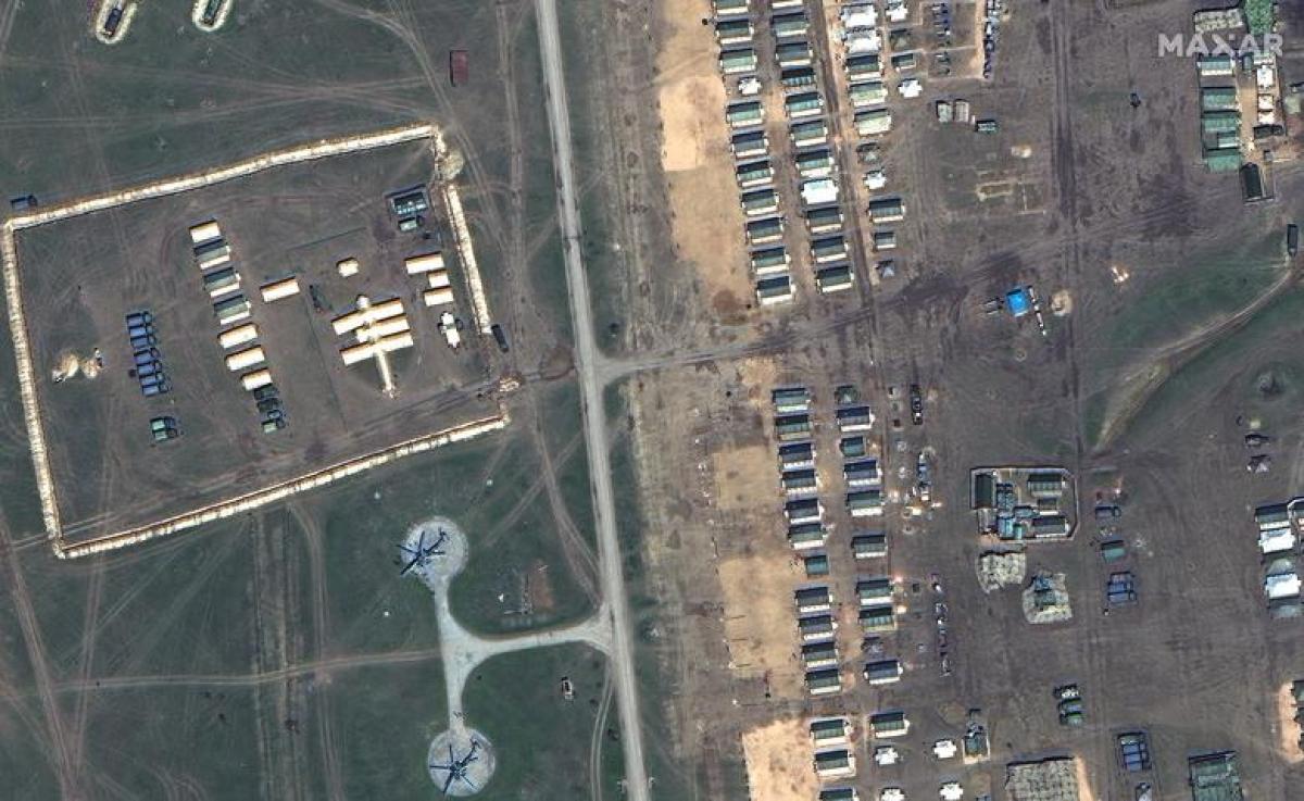 Hình ảnh chi tiết về khu vực bệnh viện dã chiến và các khu lều của binh sỹ tại căn cứ Opuk trên bán đảo Crimea, ngày 15/4.