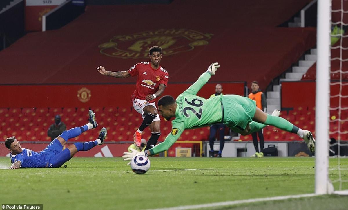Marcus Rashford gỡ hòa 1-1 cho MU sau đường kiến tạo của Bruno Fernandes ở phút 62.