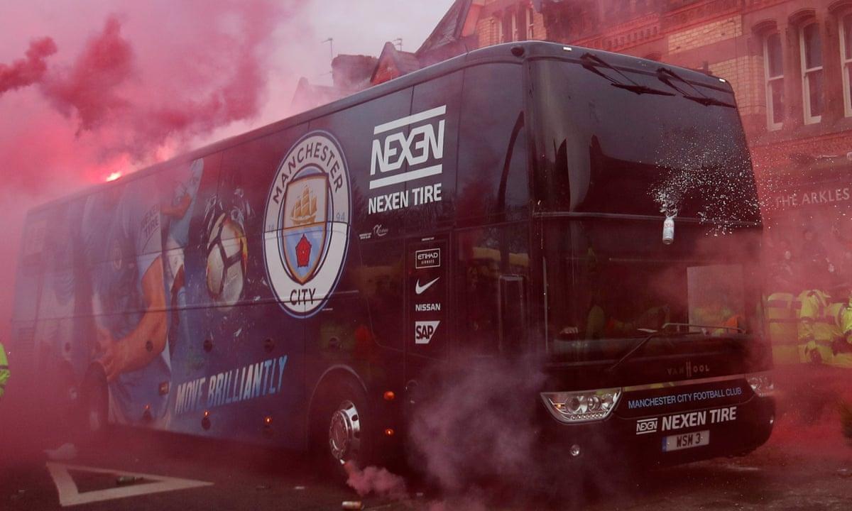 Sự việc tương tự từng diễn ra khi xe bus của Man City bị tấn công trong chuyến làm khách tại Anfield hồi năm 2018.