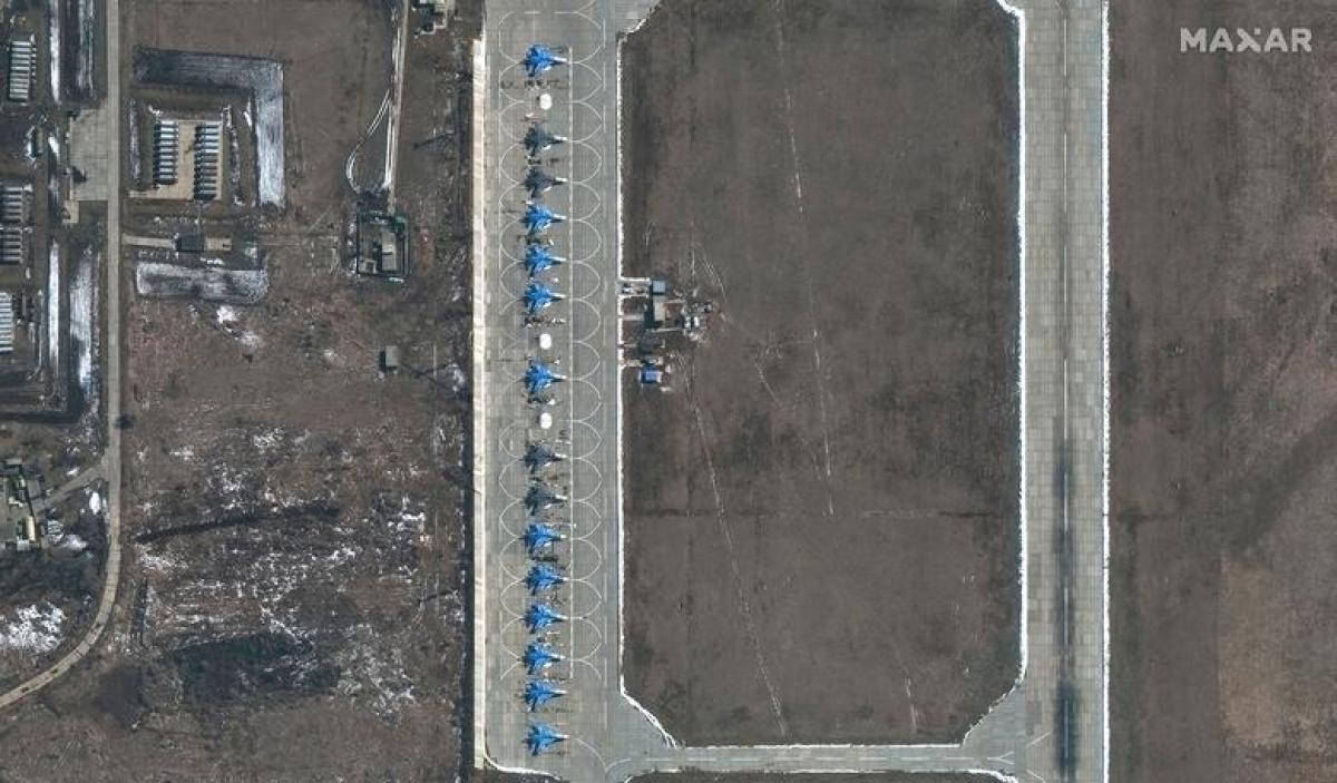 Dàn tiêm kích Su-34 của Nga tại căn cứ không quân Morozovsk của Nga ngày 27/3.