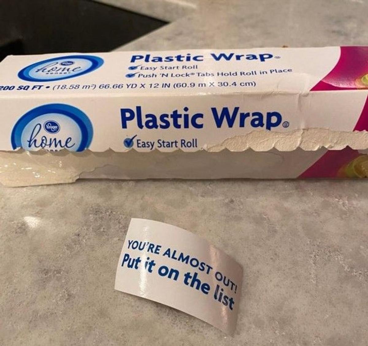 Hộp đựng giấy bóc cẩn thận nhắc nhở tôi thêm nó vào danh sách mua hàng khi tôi dùng hết.