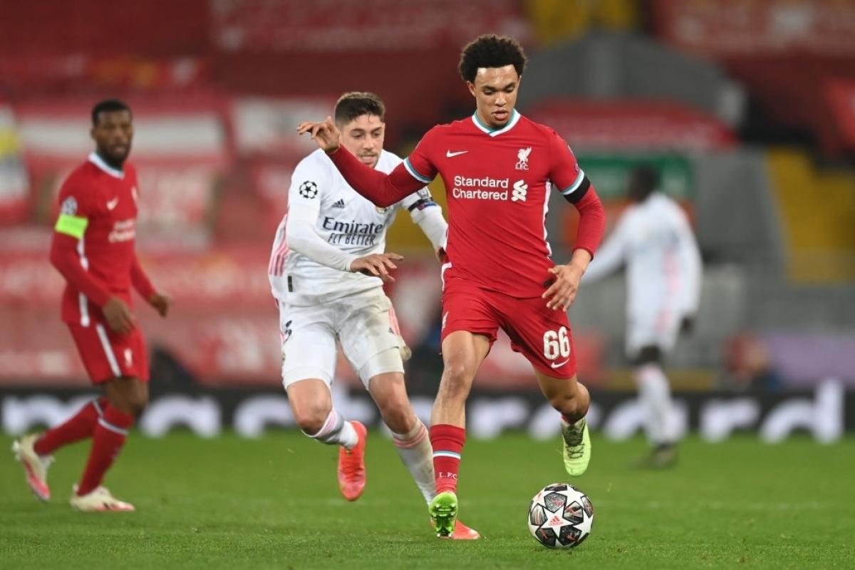 Federico Valverde chơi rất tốt ở trận đấu với Liverpool khi được xếp đá hậu vệ phải (Ảnh: Getty).