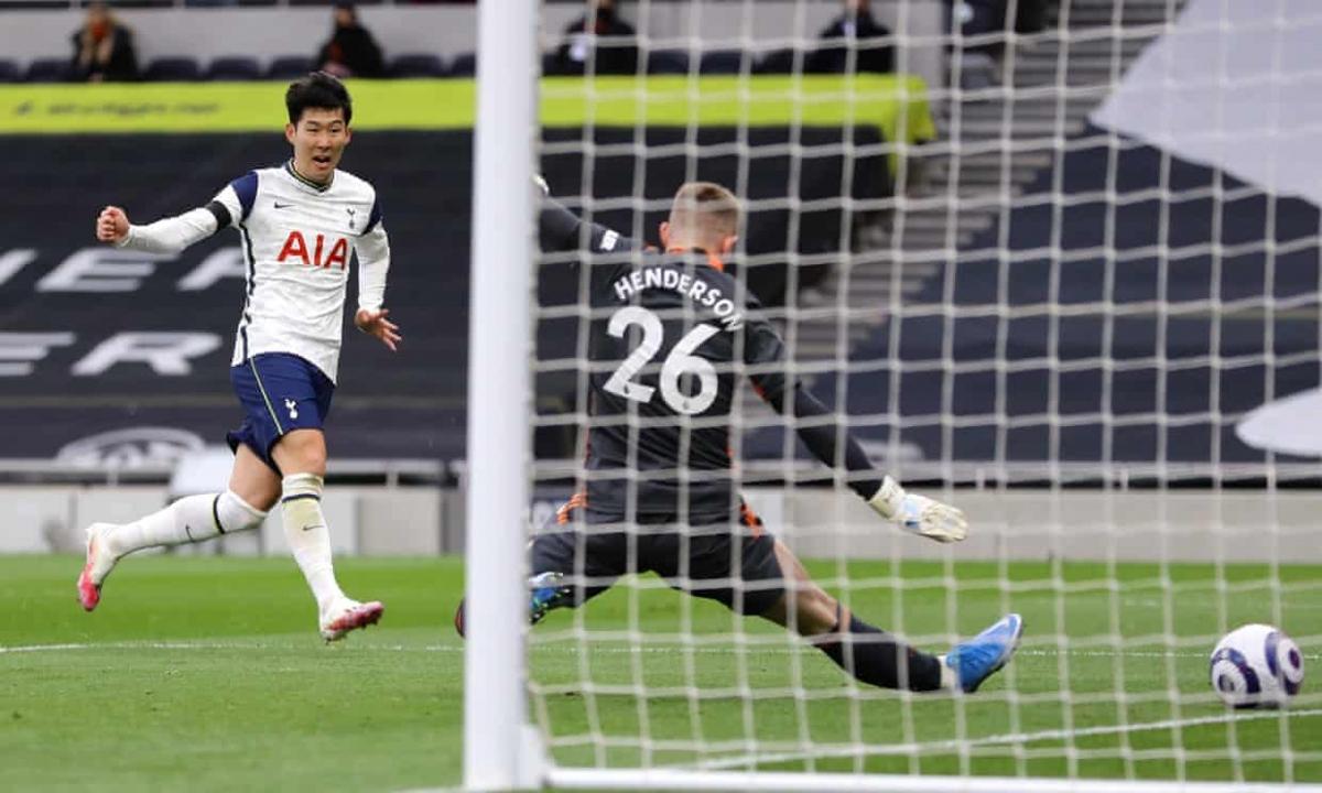 Sau khi thoát thua, Tottenham ghi bàn mở tỷ số nhờ công của Son Heung Min ở phút 40.