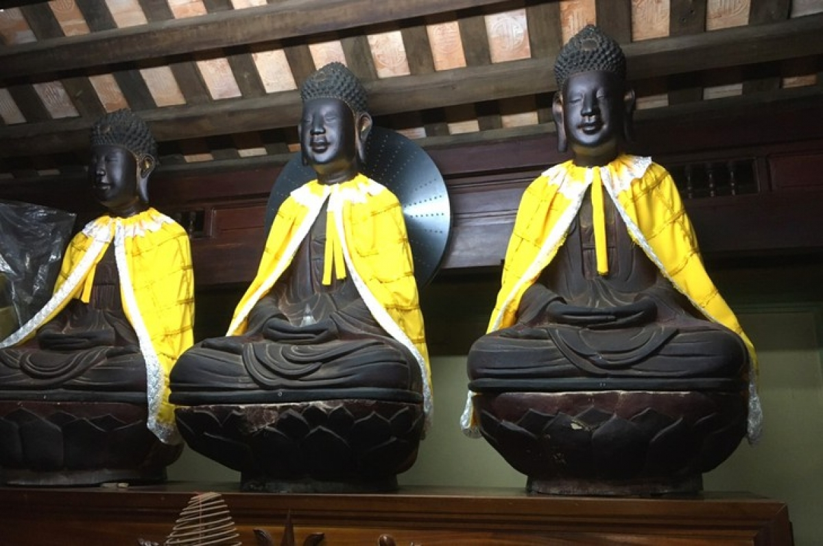 Những bức tượng bằng gỗ nhuốm màu thời gian