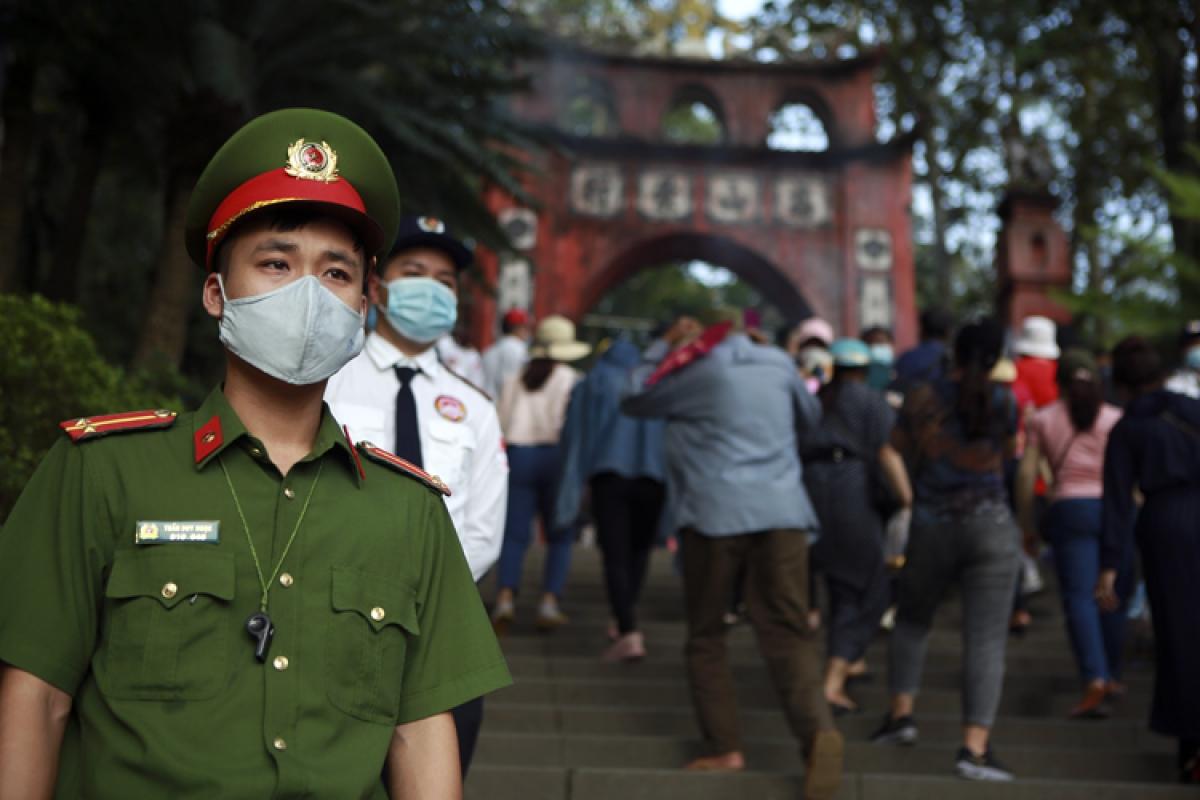 Việc đảm bảo an ninh trật tự Đền Hùng được các lực lượng an ninh tập trung cao độ. Ảnh: Báo Tin tức.