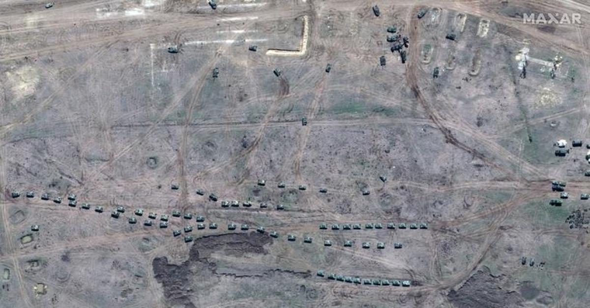 Lực lượng lính dù Nga diễn tập tại thao trường huấn luyện Angarsky trên bán đảo Crimea hôm 15/4.