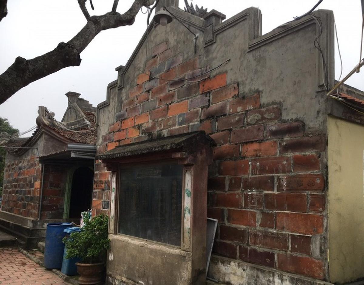 Ngôi chùa được xây dựng bằng tiểu sành vừa giảm tiếng ồn khi các nhà cách mạng hoạt động ở đây và cũng là nơi để cất giấu tài liệu bên trong tiểu.