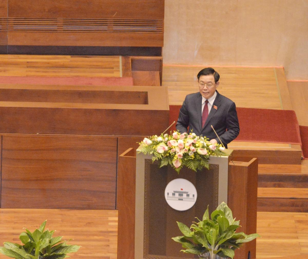 Chủ tịch Quốc hội Vương Đình Huệ phát biểu,