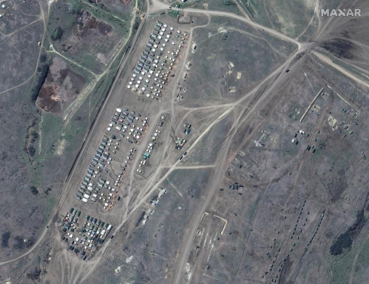 Giới chức Mỹ cho rằng số lượng binh sỹ Nga triển khai tại Crimea và các khu vực gần biên giới Ukraine là khoàng vài chục nghìn. Trong khi đó, quan chức cấp cao phụ trách đối ngoại của EU, ông Josep Borrell, nói rằng con số này lên tới hơn 150.000. Trong ảnh là khu vực của các binh sỹ ở thao trường Angarsky.
