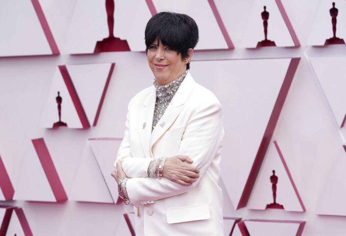 """Diane Warren là tâm điểm chú ý khi diện thiết kế của Valentino. Cô được đề cử cho hạng mục """"Ca khúc hay nhất"""" với bài hát """"Io sì (Seen)"""" cho bộ phim """"The life ahead""""."""
