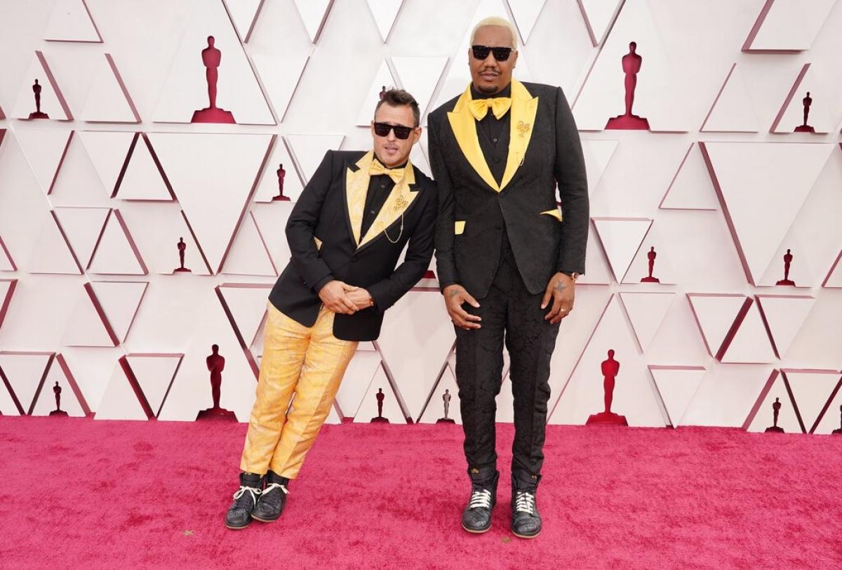 """Bộ đôiTravon Free và Martin Desmond Roe được đề cử cho """"Phim ngắn hành động trực tiếp hay nhất"""" cho bộ phim """"Two distant strangers"""" hiện đang chiếu trên Netflix."""