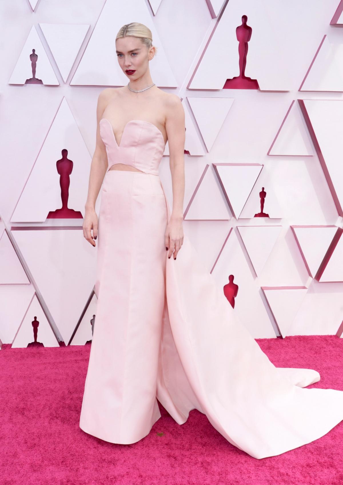 """Nữ diễn viên Vanesssa Kirby sẽ tranh giải thưởng """"Nữ diễn viên chính xuất sắc nhất"""" cho màn trình diễn ấn tượng trong """"Pieces of a Woman""""."""