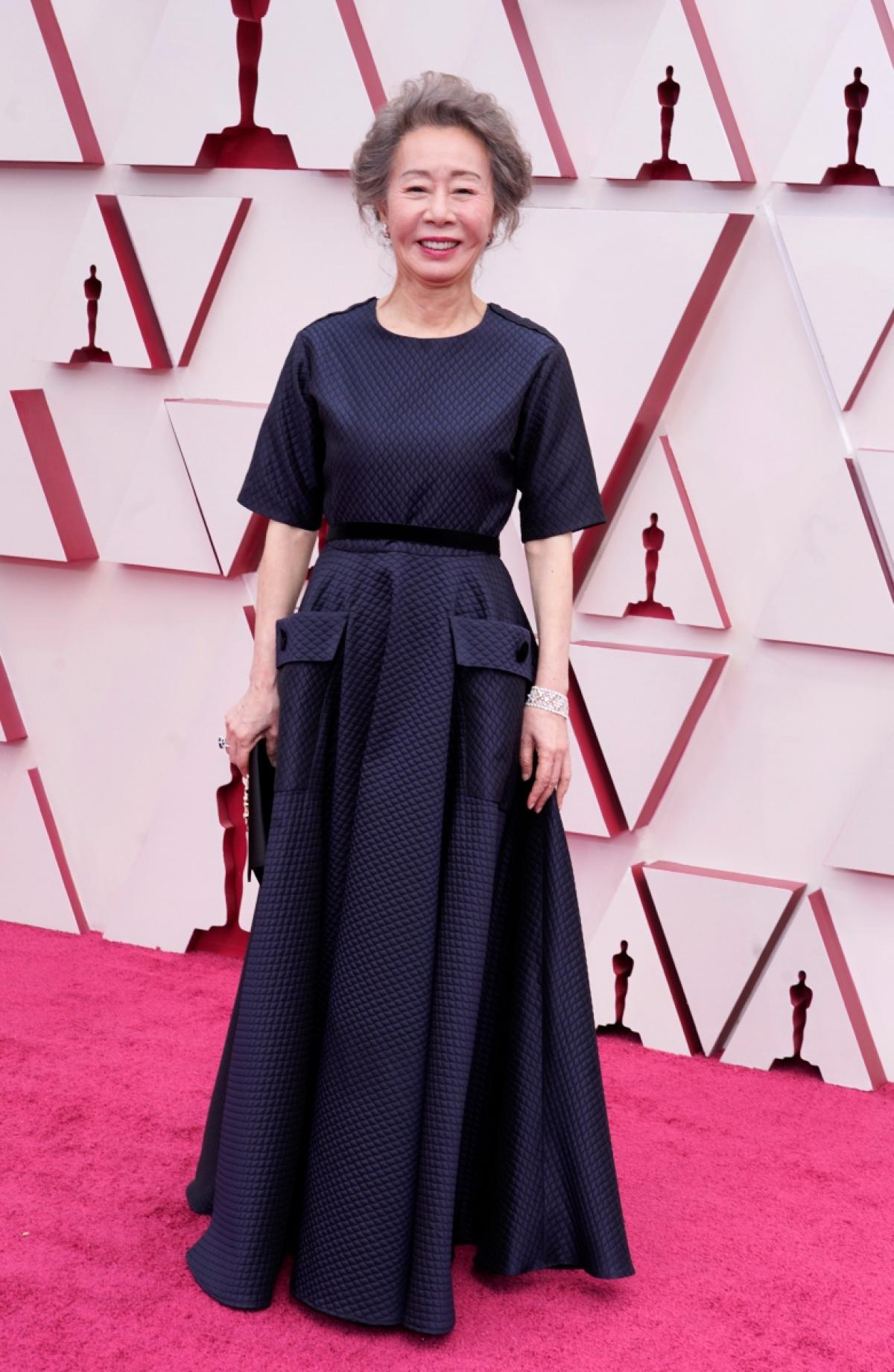 """Huyền thoại diễn xuất Yuh Youn Jung đã bay từ Hàn Quốc sang Mỹ để tham dự lễ trao giải Oscar lần thứ 93. Bà đã làm nên lịch sử cho điện ảnh xứ Kim chi khi là nữ diễn viên đầu tiên nhận được đề cử diễn xuất. Yuh Youn Jung được dự đoán sẽ giành chiến thắng ở hạng mục """"Nữ phụ xuất sắc nhất""""."""