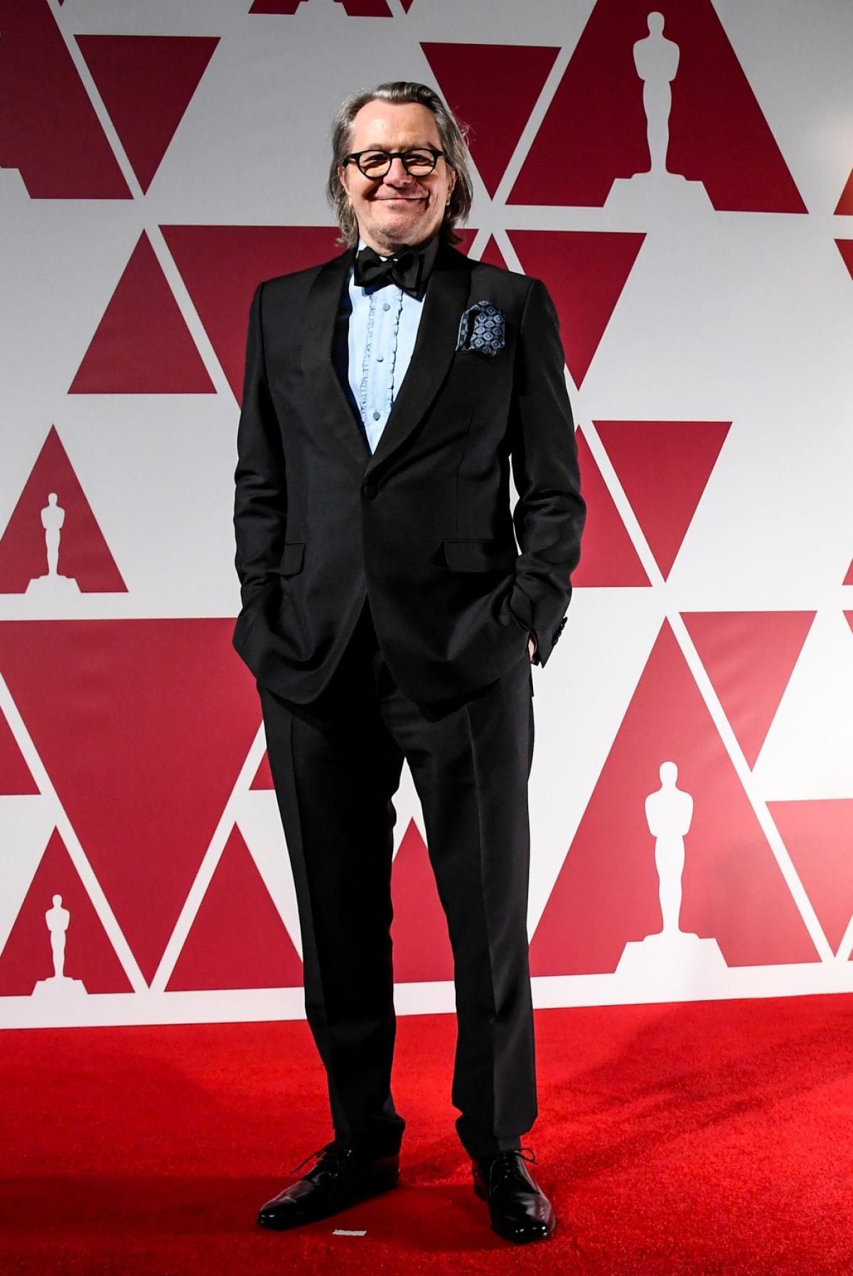 """Nam diễn viênGary Oldman nhận đề cử cho hạng mục """"Nam diễn viên chính xuất sắc nhất"""" trong vai nhà biên kịch đại tài Herman J. Mankiewicz của """"Citizen Kane"""" với bộ phim """"Mank""""."""