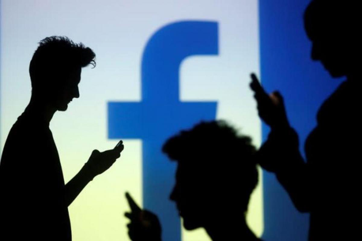 Ngày càng nhiều lỗ hổng liên quan đến dữ liệu người dùng Facebook rò rỉ được phát hiện - Ảnh: AFP