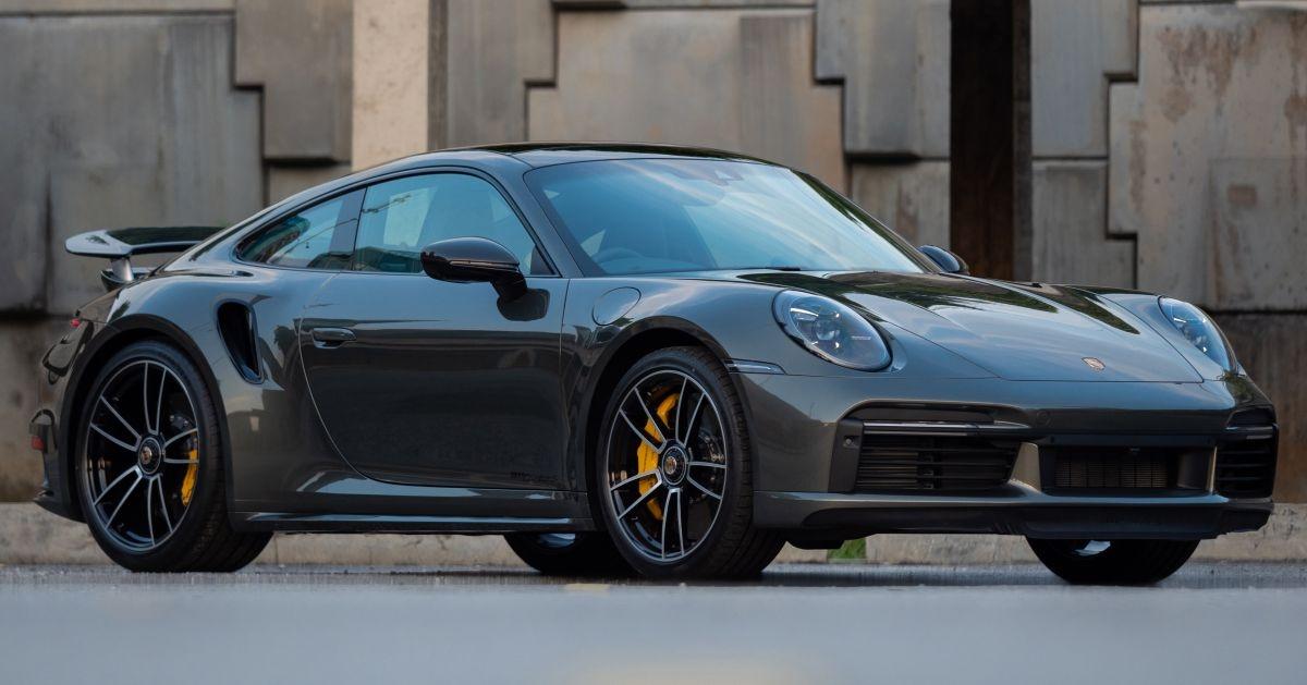 Sau khi ra mắt Porsche Taycan cầu sau tại Malaysia hồi đầu năm nay,Sime Darby Auto Performance (SDAP), đơn vị phân phối thương hiệu Porsche tại nước này mới đây đã ra mắt chiếc 911 Turbo S mạnh mẽ.