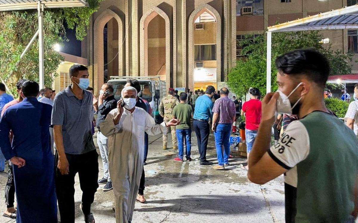 Bệnh việnIbn Khatib sau khi xảy ra vụ cháy. Ảnh: Reuters.