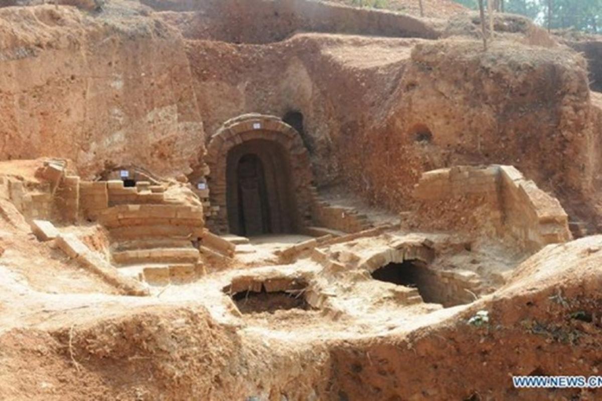 Một địa điểm khai quật ở tỉnh Giang Tây, Trung Quốc, phát hiện 6 ngôi mộ cổ 1.400 năm. Ảnh: Tân Hoa Xã