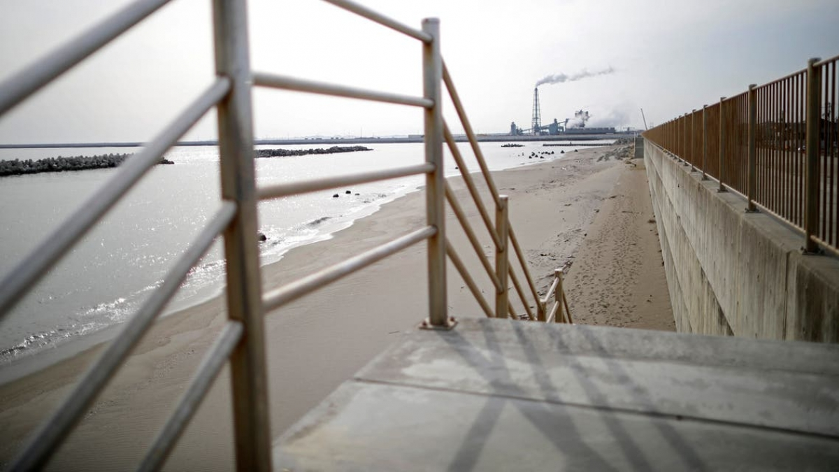Khu vực bờ biển ở Ishinimaki, tỉnh Miyagi. Ảnh: Reuters