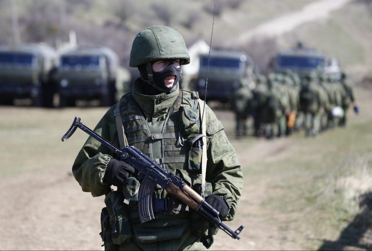Một binh lính Nga ở Crimea năm 2014. Ảnh: Reuters