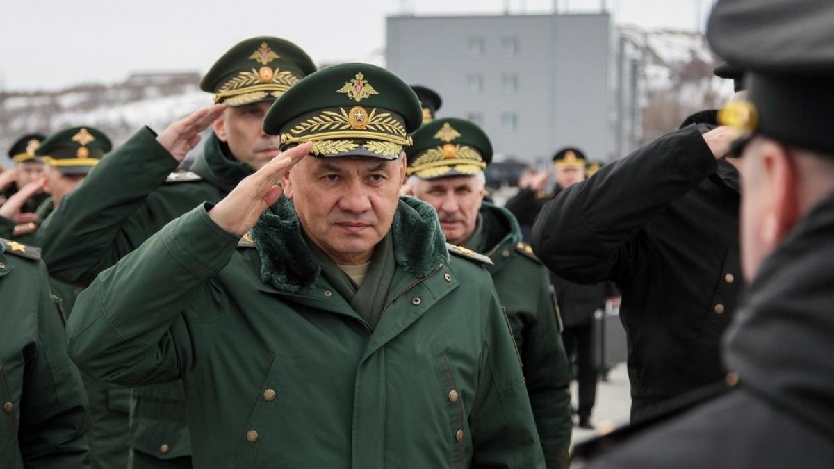 Bộ trưởng Quốc phòng Nga Sergei Shoigu đến thăm căn cứ tàu ngầm của Hạm đội phương Bắc tại Gadzhievo, khu vực Murmansk. Ảnh: Sputnik
